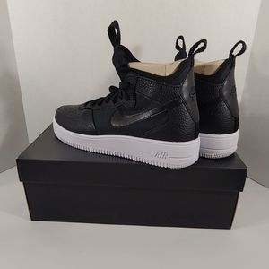 NWT Nike Black AirForce 1 Ultraforce Mid